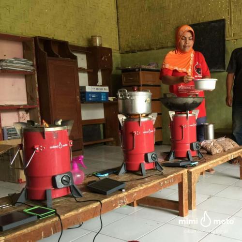 15_-_Mimi_Moto_Indonesia_Cooking_demonstration_Cookstove