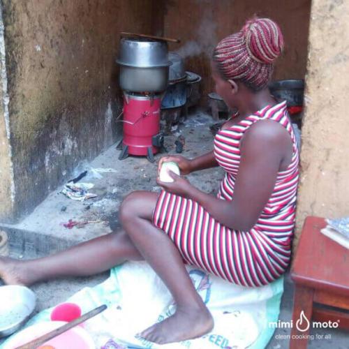27_-Kampala_Uganda,_Mimi_Moto_cooking