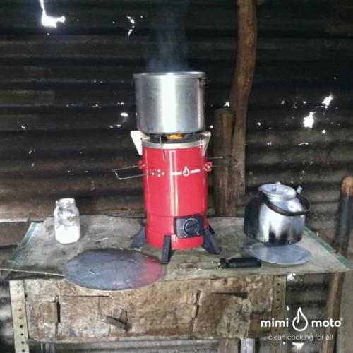 Traditional_Rwandan_rural_kitchen_with_Mimi_Moto